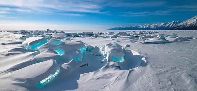 Вот такой он — весенний лед на озере
