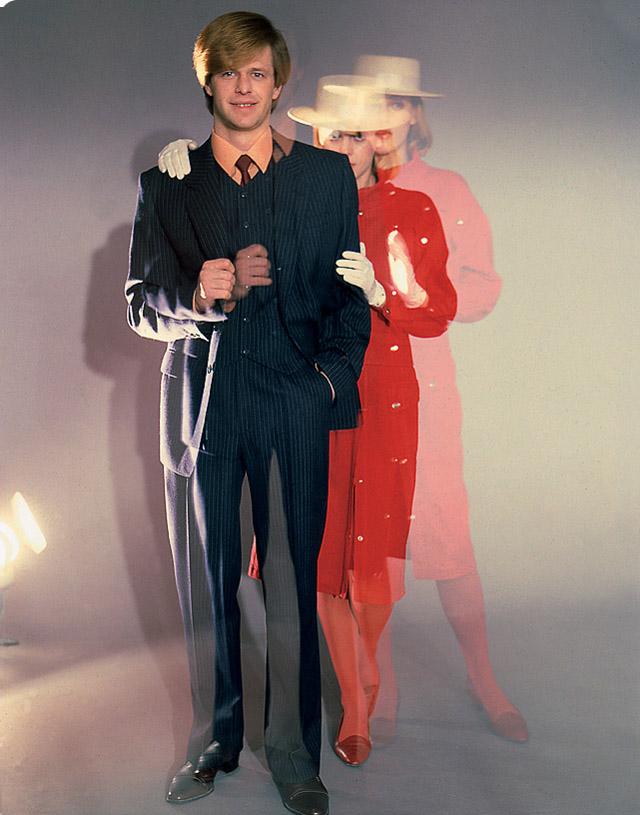 Борис Гребенщиков позирует для журнала модной одежды (1980-е)