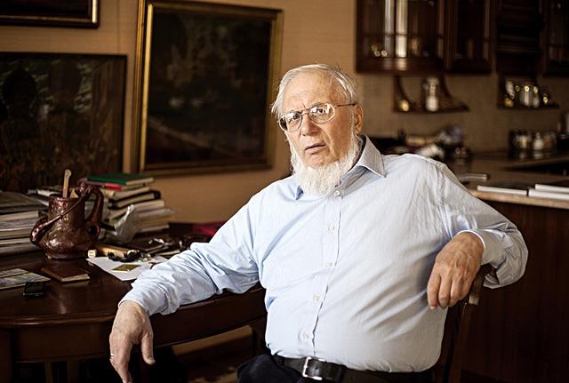 Валерий Дудаков в своем кабинете. Фото: Лена Авдеева