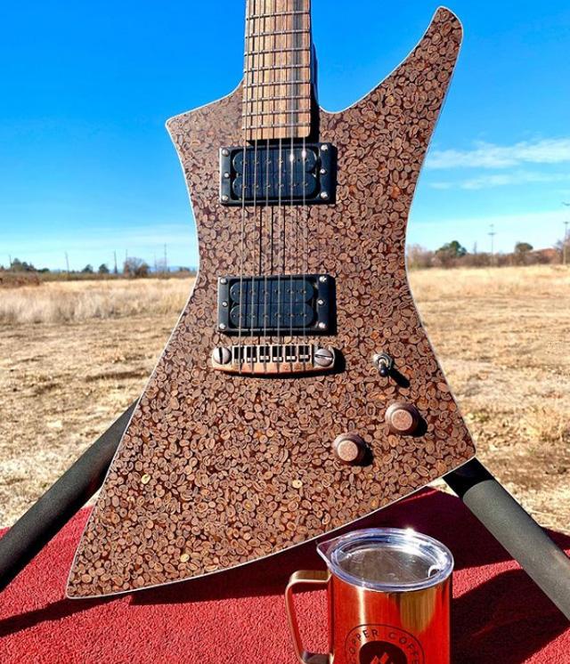 Гитара из кофейных зерен-01