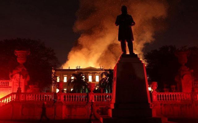 Горит «Museu Nacional» в Рио-де-Жанейро, фото: © Reuters
