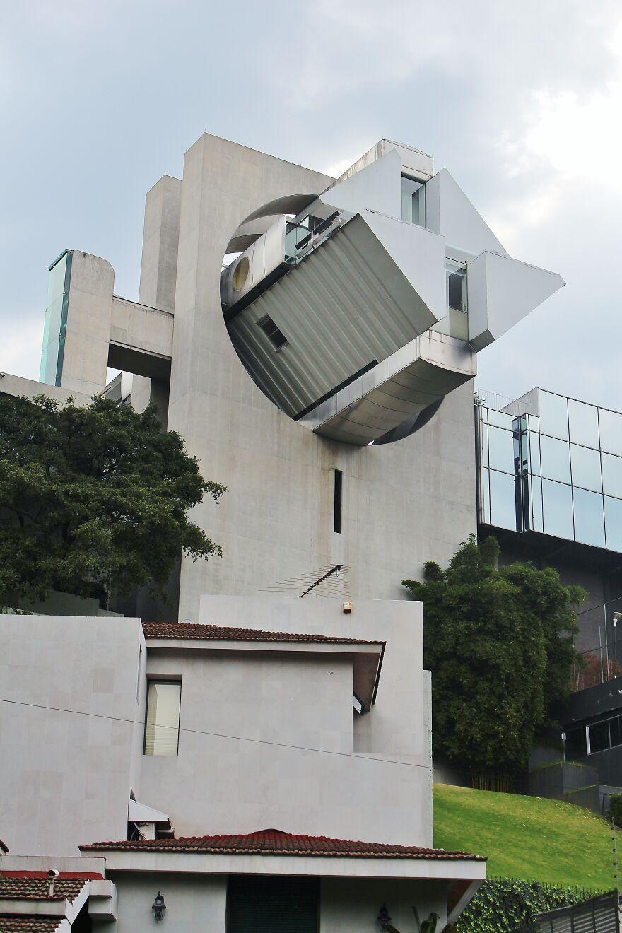 Дом в воздухе, фото  - Mario Yaír