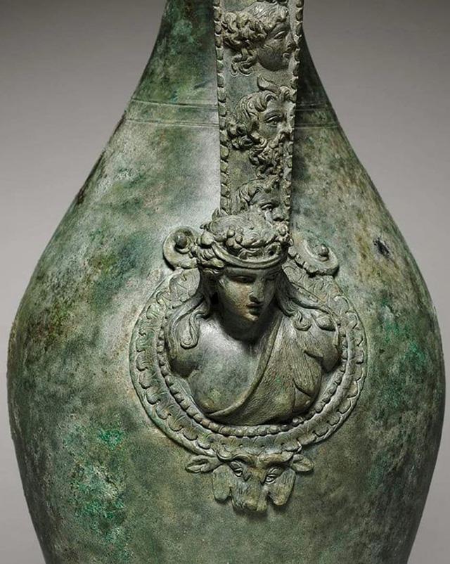 Неизвестный мастер. Великолепная римская бронза. Фрагмент сосуда для вина. 1 век нашей эры ...