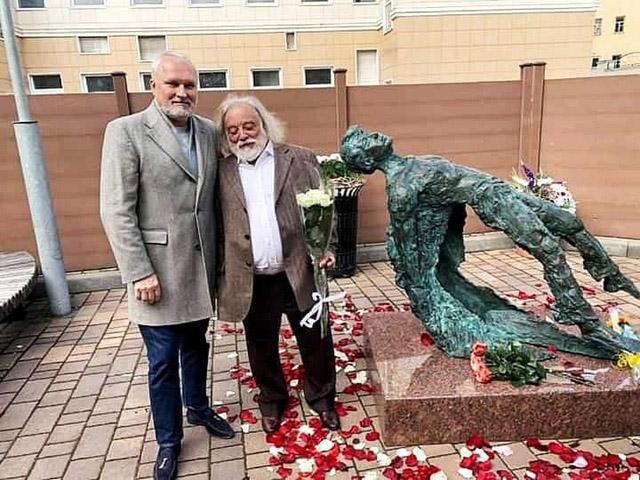 Памятник Есенину Потоцкого, фото © РИА Новости, Владимир Астапкович-02