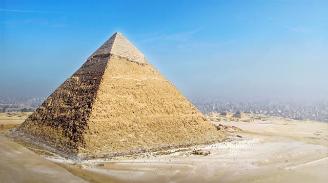 Пирамида в Гизе (современный вид)