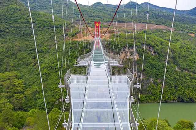 Самый длинный в мире стеклянный мост-01