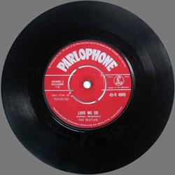 """Сингл The Beatles """"Love Me Do"""""""