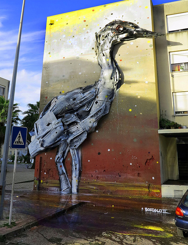 Уличная инсталляция  португальского хкдожника Bordallo II