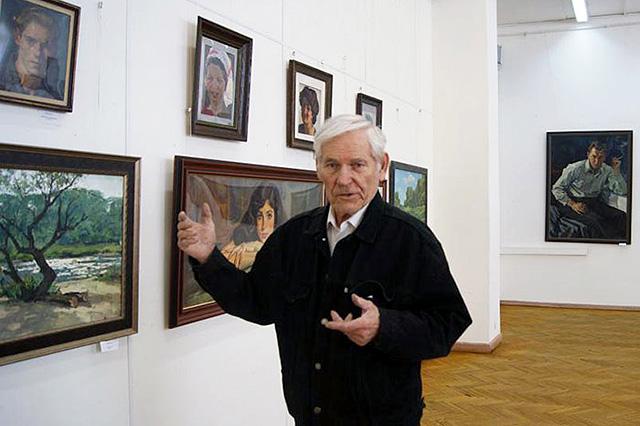 Юрий Боско на выставке своих работ