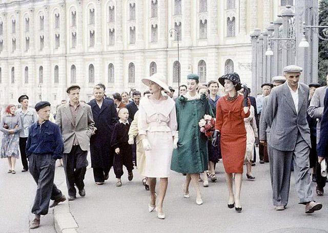 Модели дома Диор в Москве 1959 года, фото журнала LIFE