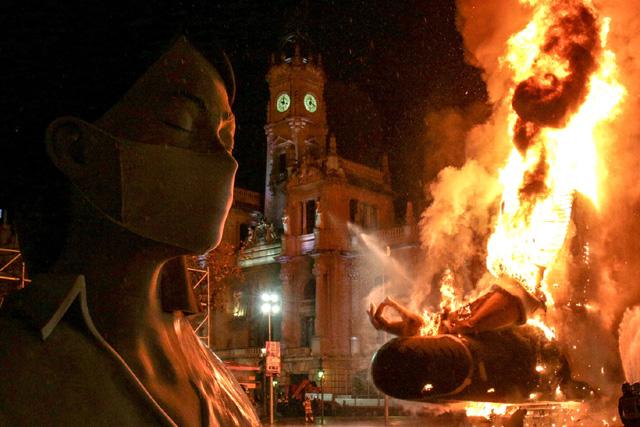 """""""Это тоже пройдет"""". Валенсия 17 марта 2020 г. Фото: Escif / Valencia Council Press Department."""
