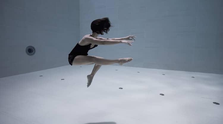 Фрагмент из клипа Джули Готье