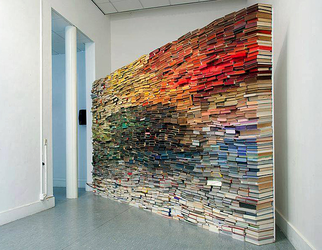 инсталляция из книг