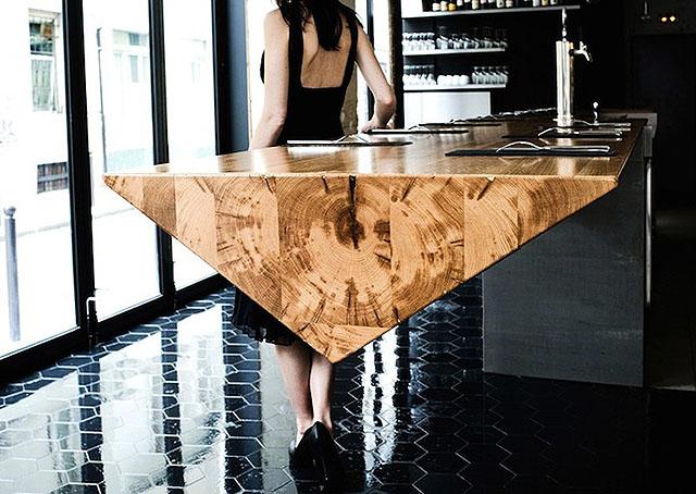 Столешница в форме треугольной призмы