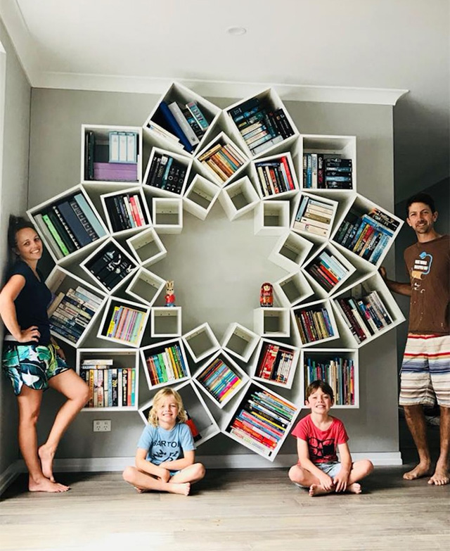 Книжные полки в форме цветка, Фото: Jessica Breen / Facebook