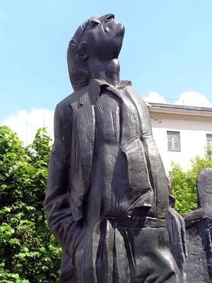 Памятник Иосифу Бродскому на Новинском бульваре