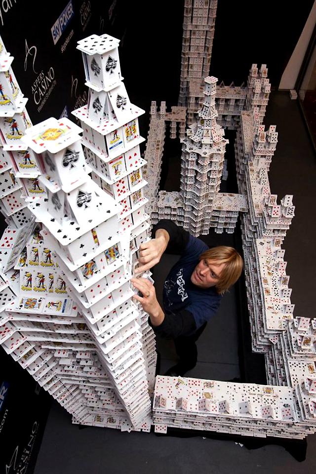 карточных домиков,