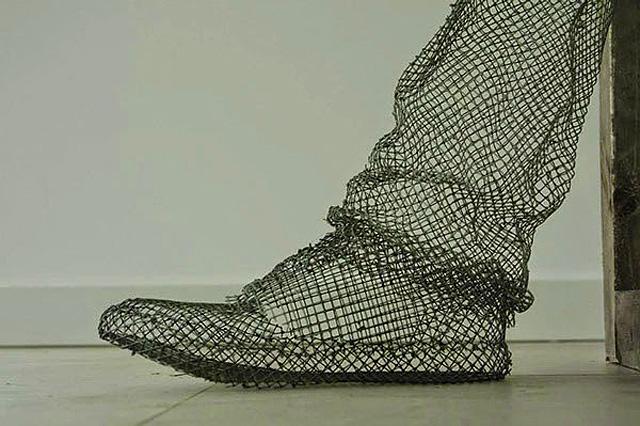 нога из стальной проволоки