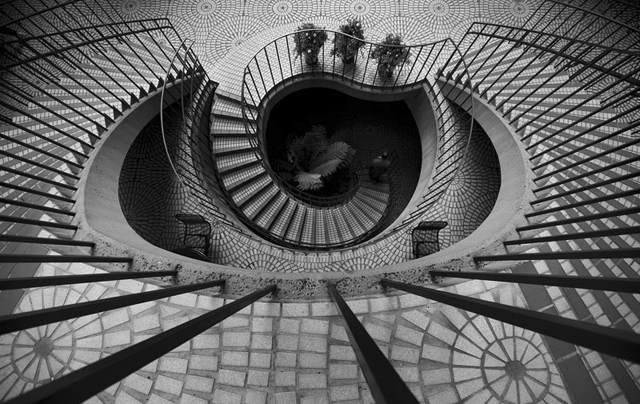 Embarcadero Center Spiral Stairs, photo by Thomas Hawk (2007)