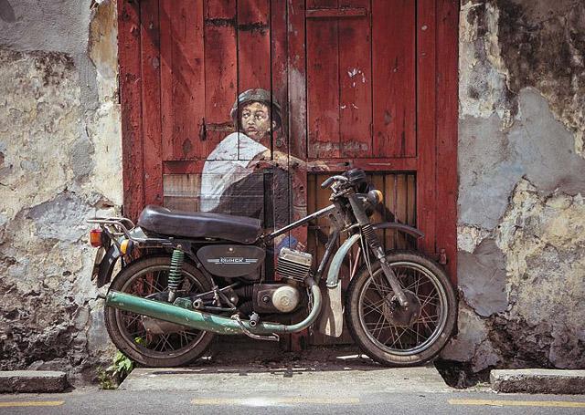 мотоцикл и настенная роспись