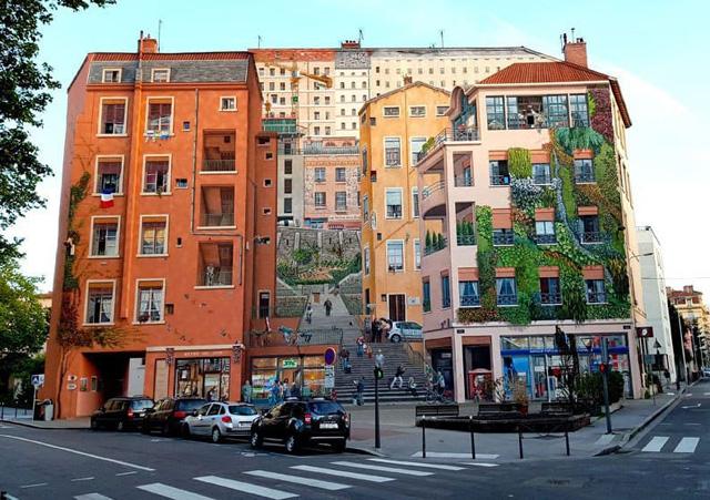 Фреска на фасаде дома в Лионе (Франция)