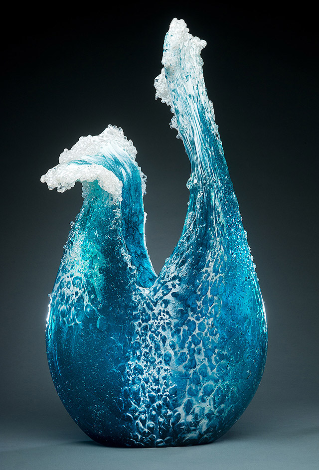 Стеклянная ваза в виде волны