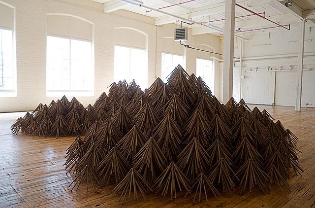 инсталляция из гвоздей, автор Д. Бизби (США)