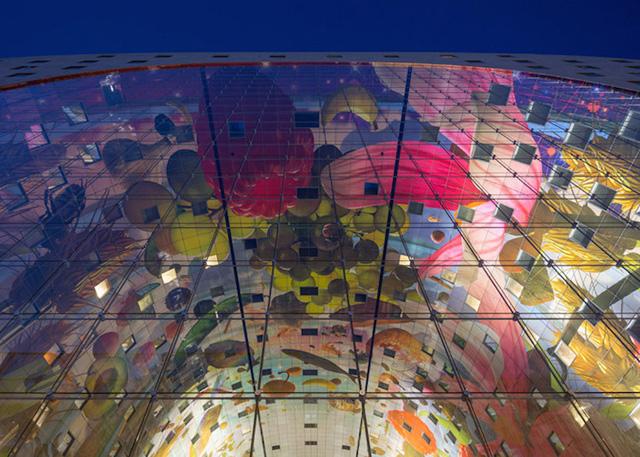 Стеклянный фасад торгового комплекса