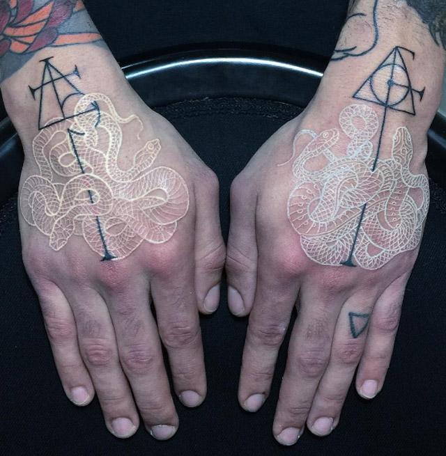 змея в татуировке