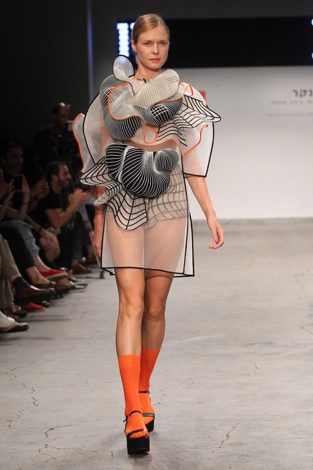 геометрическая абстракция в одежде (подиум, Израиль)