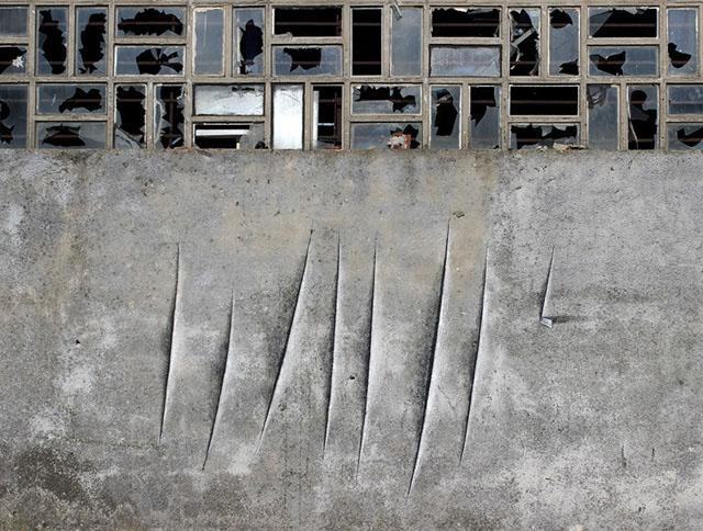 порезы на стене