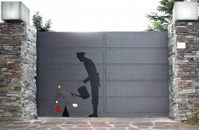 Полицейский с цветком