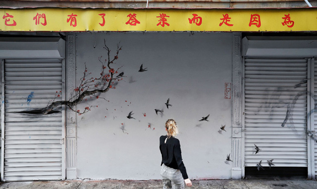 Фреска на стене здания в Китайском квартале Нью-Йорка, автор - Pejac