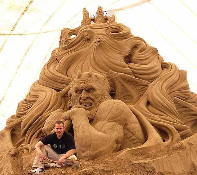 Скульптура Рэя Виллафэйна
