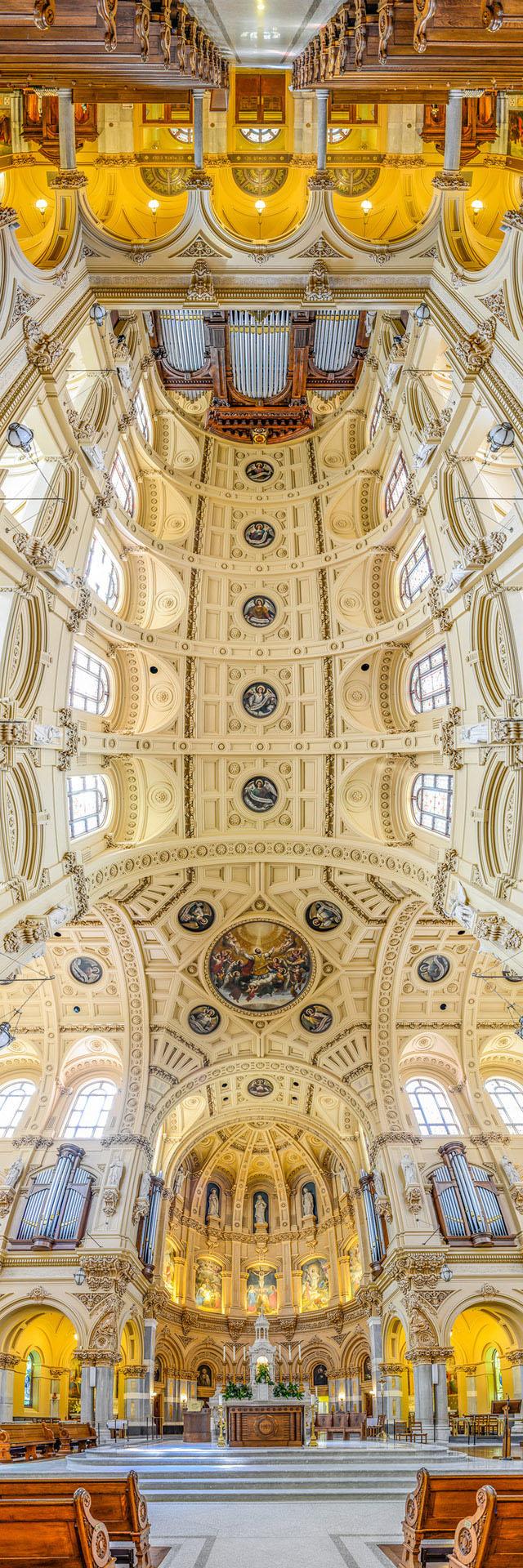 вертикальная панорама церкви