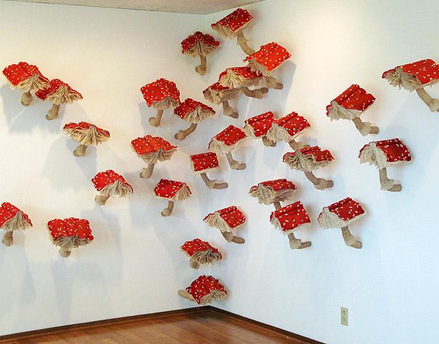 Инсталляция из мухоморов
