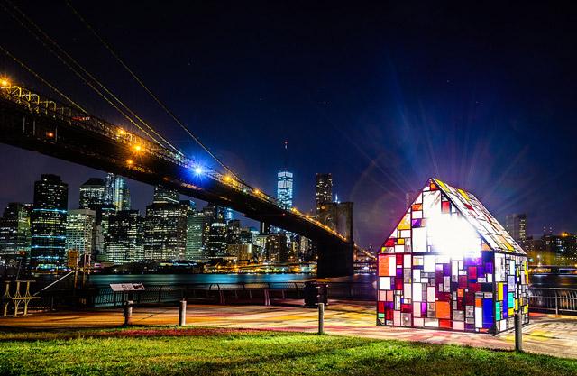 Витражный домик у Бруклинского моста