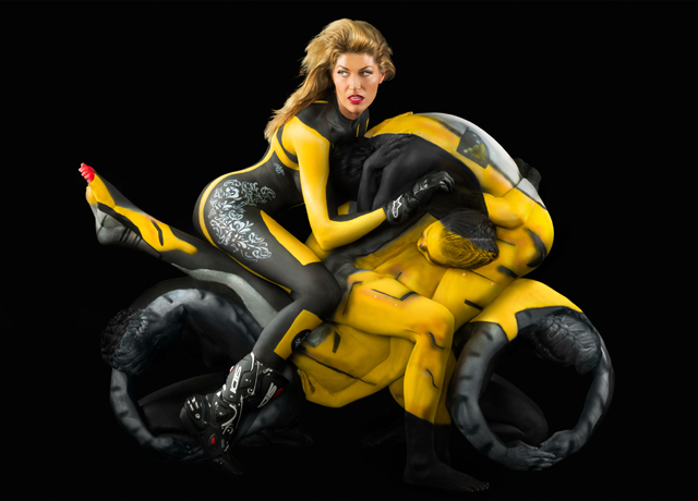 мотоциклистка, боди-арт