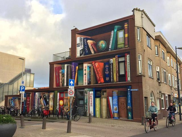 Здание с книжными полками в Утрехте, фото: © JanIsDeMan