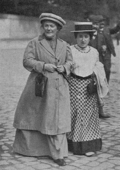 Zetkin & Luxemburg (1910)