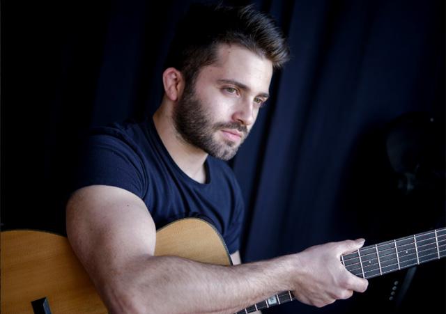 Итальянский гитарист Лука Стриканьоли. Фото: lucastricagnoli.com