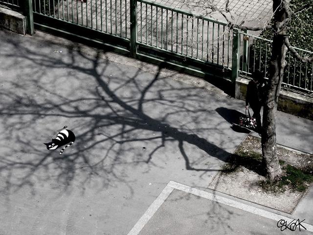тени на тротуаре