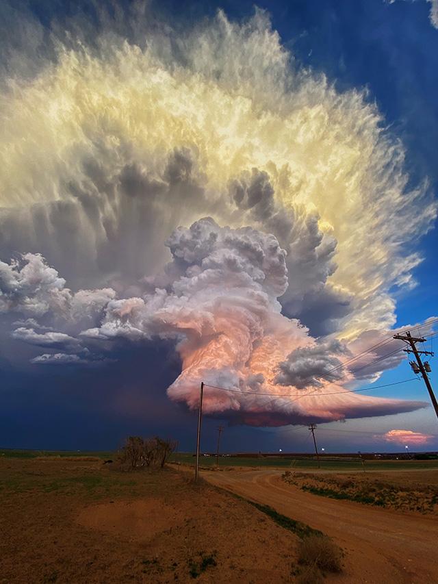 Грозовое облако, фото: Laura Rowe